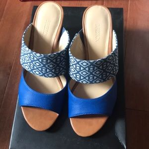 Expression Shoes - Blue and gold block heel